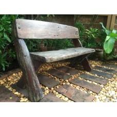 เก้าอี้นั่งไม้สนาม